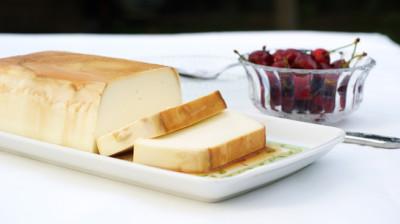 Flan con queso requesón